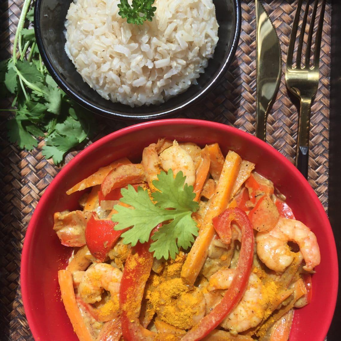 Curry de crevettes au lait de coco et curcuma