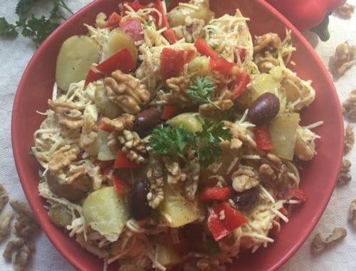 salade sans gluten ni produits laitiers : pomme de terre, céleri rave, poivron et mayonnaise